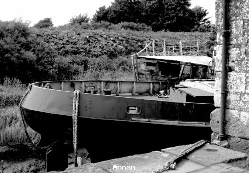 Blackwite image of boat