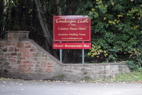 Comlongon hotel sign