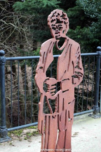 Mundell Skulpture on bridge over the Nith